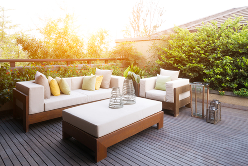 Beautify Your Backyard With a Brand-New Deck